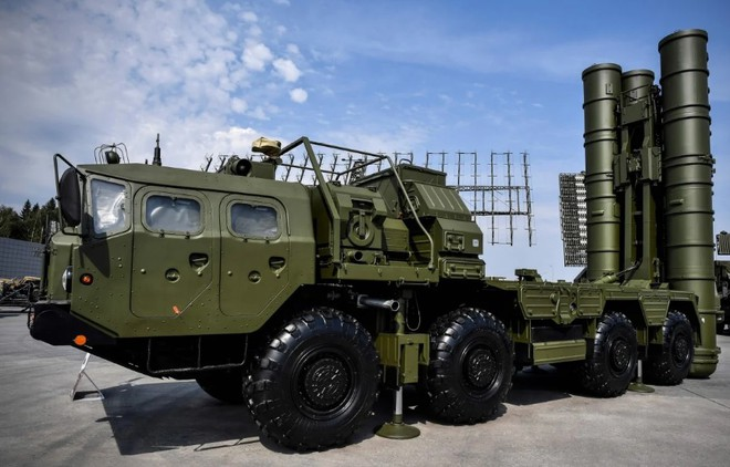 India wants to soon own the S-400 air defense missile system to deal with China. Photo: AFP